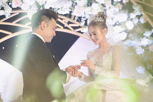 Xoài Non khoe liền 2 bức ảnh đẹp nhất khi diện váy cưới 28 tỷ trong hôn lễ với Xemesis-4