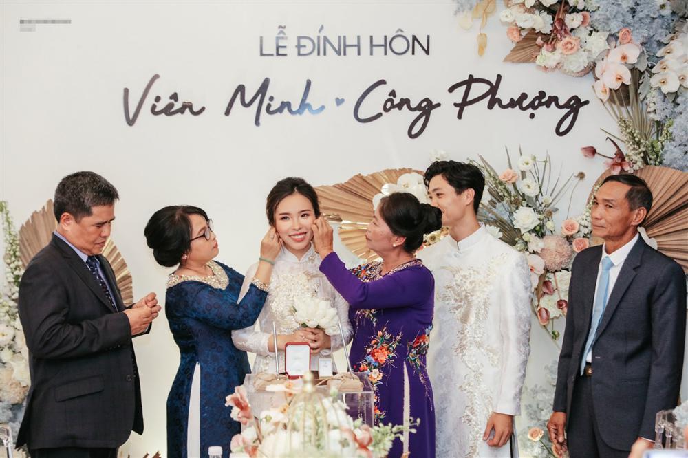 Cô dâu Viên Minh mặc áo dài hồng cánh sen tưởng không xinh mà xinh không tưởng-8