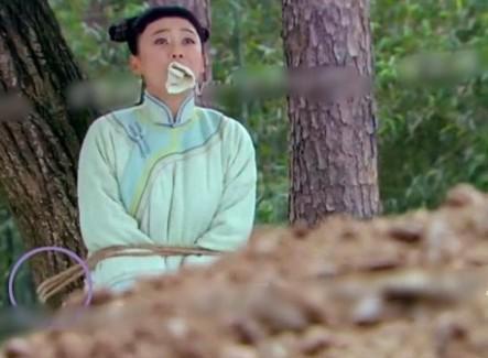 Những cảnh bắt trói tra tấn giả trân của Cúc Tịnh Y và Phạm Băng Băng-8