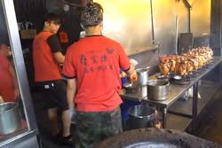 Món gà nướng lu đất trên đường phố Đài Loan
