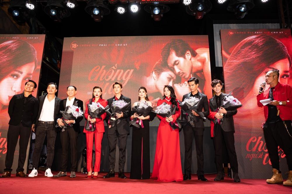 Ngọc Trinh và Ngọc Lan nổi bật giữa dàn khách mời đỏ đen vì mặc sai dresscode-1
