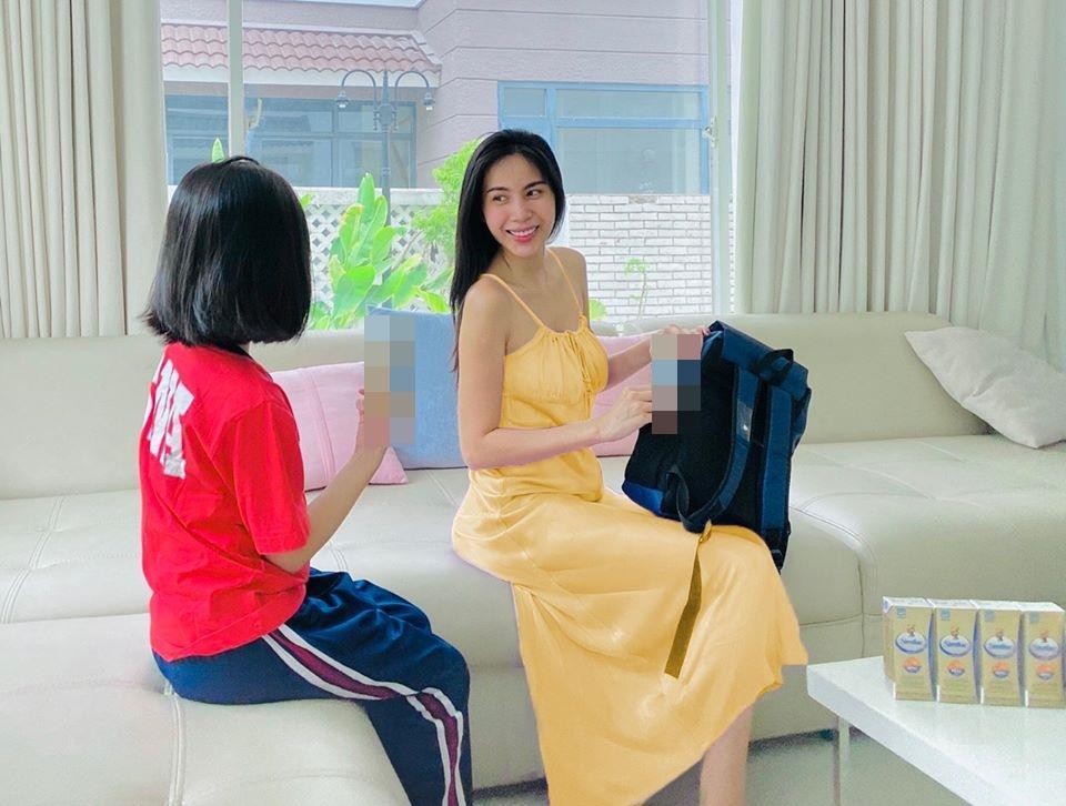 Con gái 7 tuổi của Thủy Tiên lớn phổng phao gây ngỡ ngàng-3