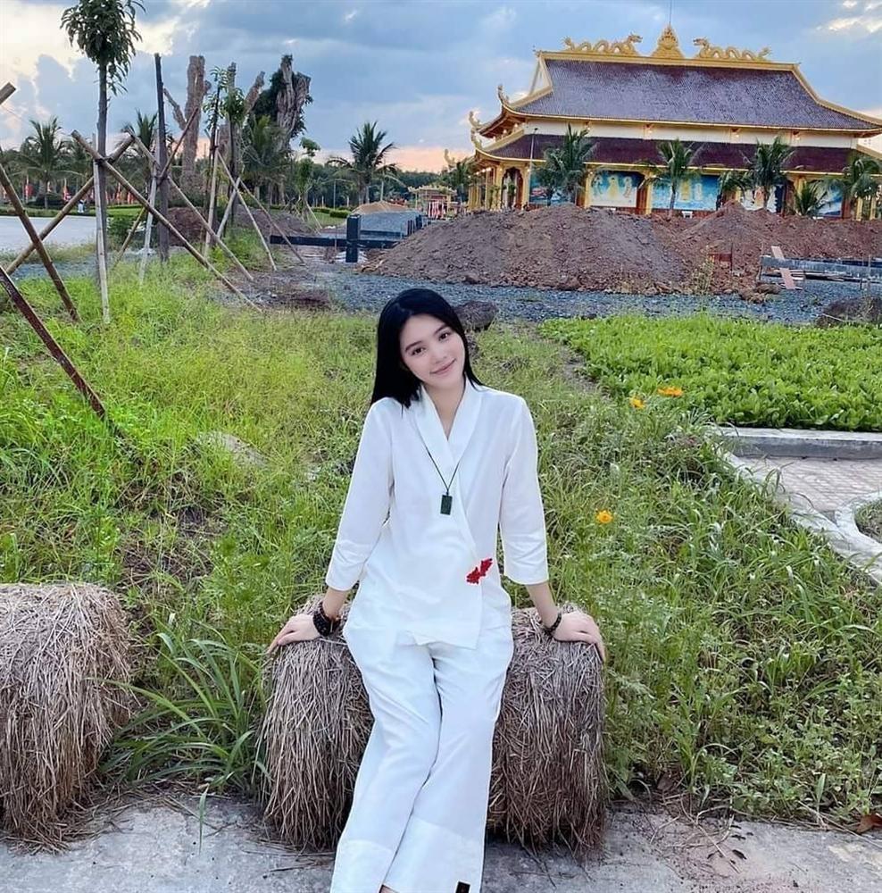 Jolie Nguyễn liên tục xuất hiện tươi như hoa sau ồn ào chấn động-5