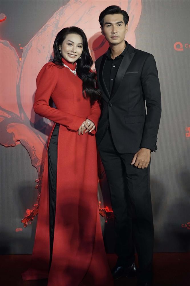 Ngọc Trinh và Ngọc Lan nổi bật giữa dàn khách mời đỏ đen vì mặc sai dresscode-5