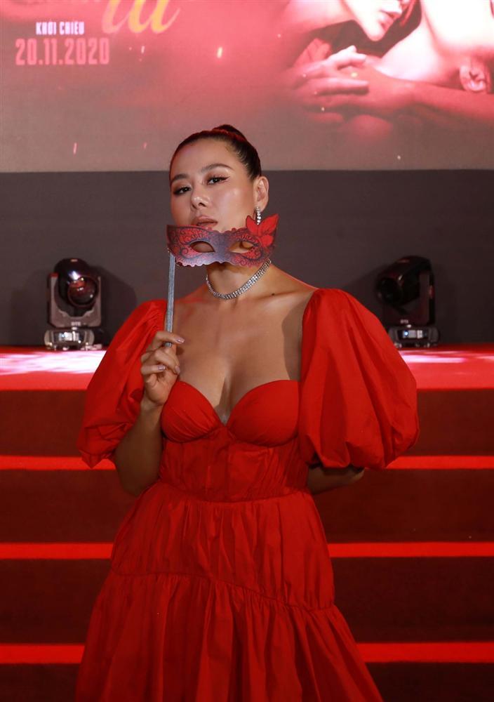Ngọc Trinh và Ngọc Lan nổi bật giữa dàn khách mời đỏ đen vì mặc sai dresscode-9