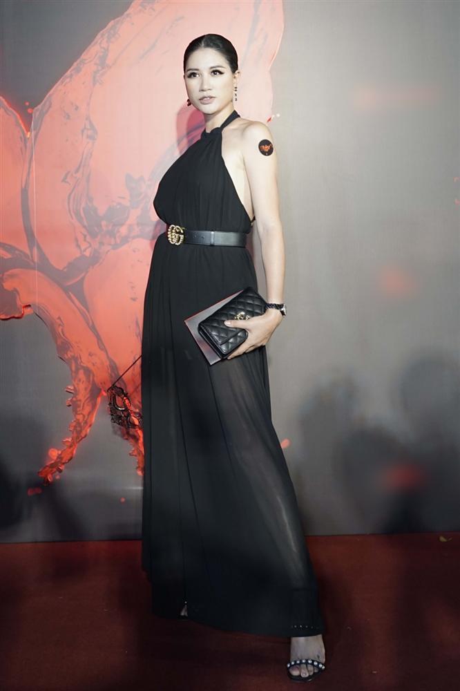 Ngọc Trinh và Ngọc Lan nổi bật giữa dàn khách mời đỏ đen vì mặc sai dresscode-11