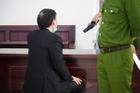 Vụ bạo hành con gái 3 tuổi tử vong: Con trai bị tuyên án tử, người bố chỉ biết lặng lẽ động viên con 'mạnh mẽ lên'