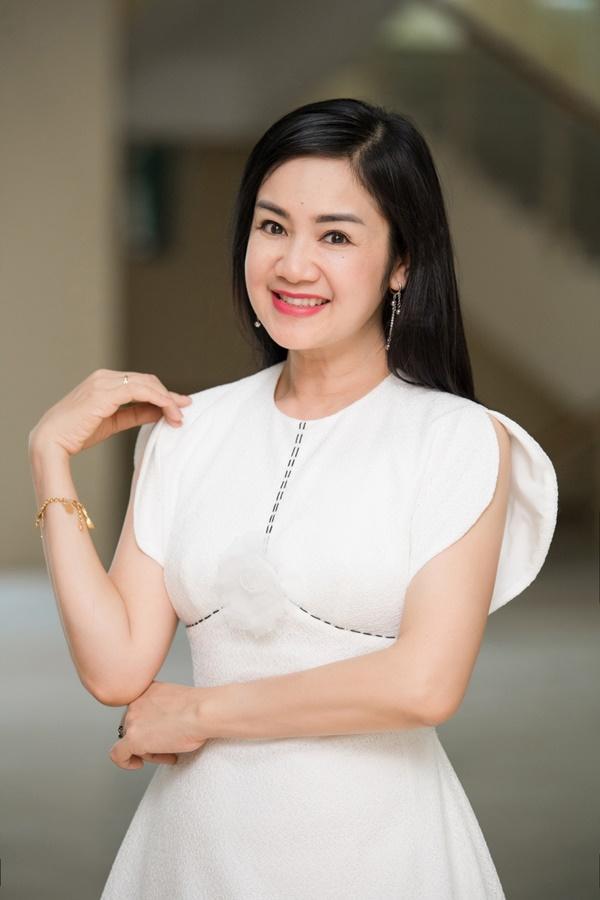Nhan sắc trẻ mãi không già của người đẹp vào vai mẹ Hồng Diễm và Quỳnh Kool-6