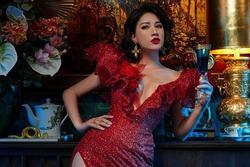 Khoe body cực sexy, Trang Trần để lộ tiểu xảo 'khó đỡ'