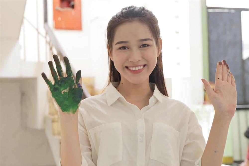 So kè mặt mộc và phong cách đời thường của Top 3 Hoa hậu Việt Nam 2020-5