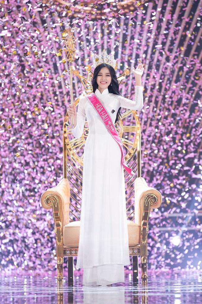 Trang Trần soi tân Hoa hậu Việt Nam Đỗ Thị Hà: Eo ngang eo tôi không?-1