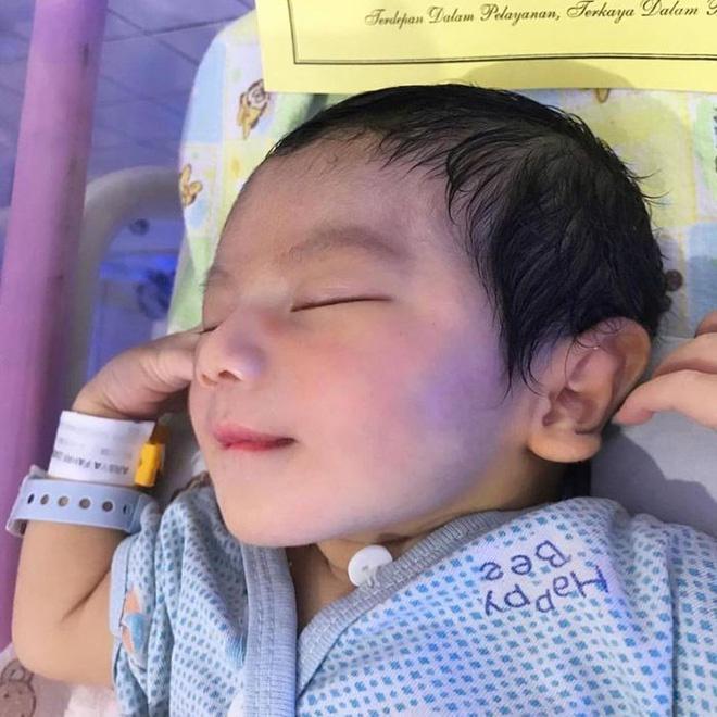Cậu bé Thái Lan được khen đẹp từ lúc chào đời giờ ra sao?-1
