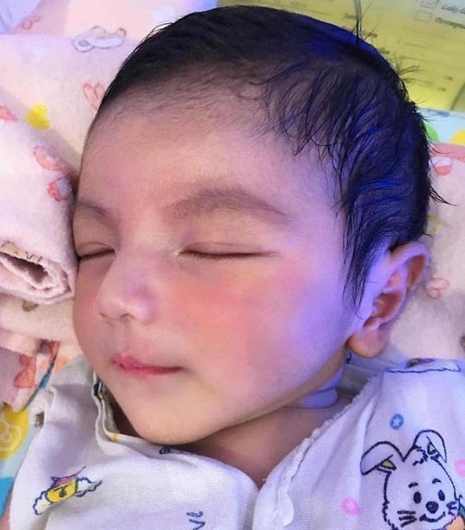 Cậu bé Thái Lan được khen đẹp từ lúc chào đời giờ ra sao?-2