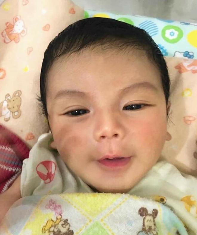 Cậu bé Thái Lan được khen đẹp từ lúc chào đời giờ ra sao?-3