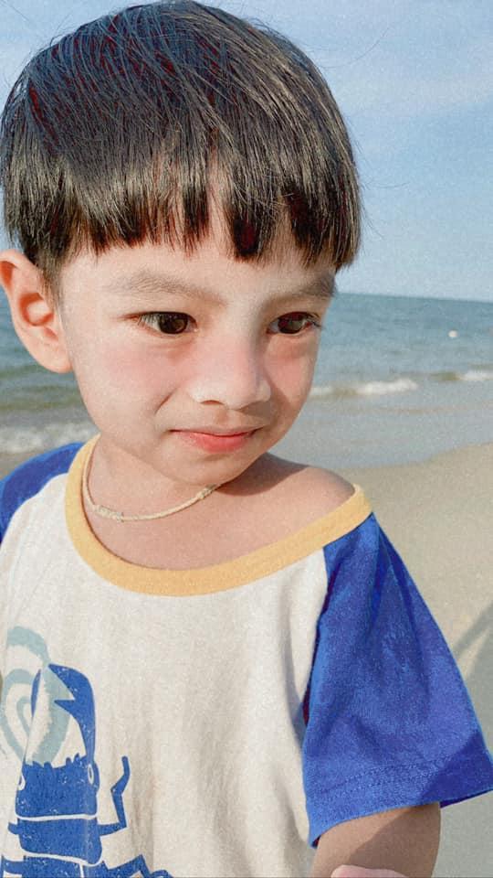 Cậu bé Thái Lan được khen đẹp từ lúc chào đời giờ ra sao?-6