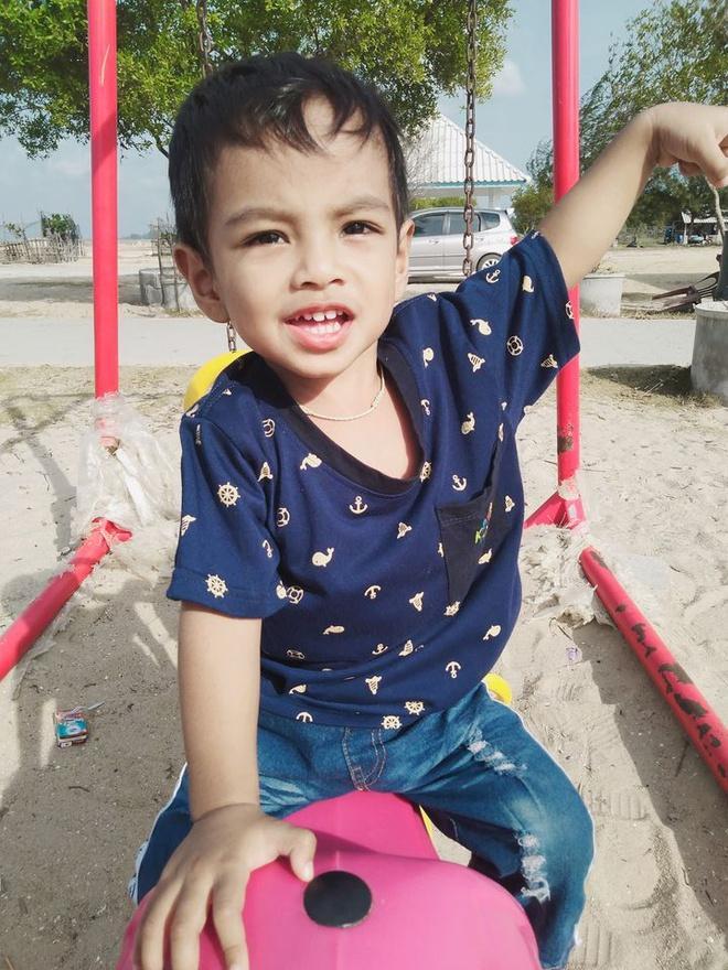 Cậu bé Thái Lan được khen đẹp từ lúc chào đời giờ ra sao?-9
