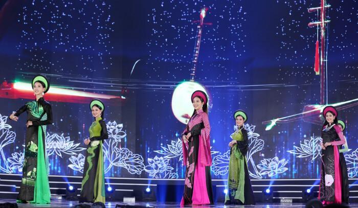 Áo dài trong chung kết Hoa hậu Việt Nam 2020 bị tố đạo nhái ý tưởng-1