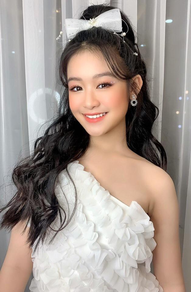 Danh tính không phải dạng vừa của bé gái chụp ảnh với loạt mỹ nhân Hoa hậu-3