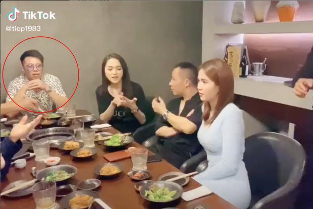 Matt Liu liên tục kề bên Hương Giang mọi lúc, lần này là đi ăn chung với hội Ngọc Trinh - Vũ Khắc Tiệp-1