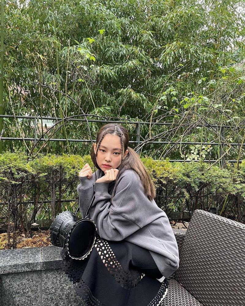 Style sao Hàn tuần qua: Jisoo BLACKPINK đẹp đẳng cấp không kém hoa hậu Kim Sarang-6