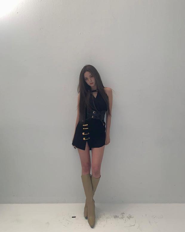 Style sao Hàn tuần qua: Jisoo BLACKPINK đẹp đẳng cấp không kém hoa hậu Kim Sarang-1