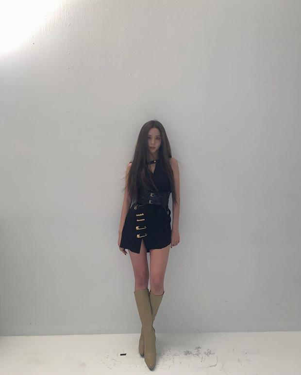 Style sao Hàn tuần qua: Jisoo BLACKPINK đẹp đẳng cấp không kém hoa hậu Kim Sarang-2