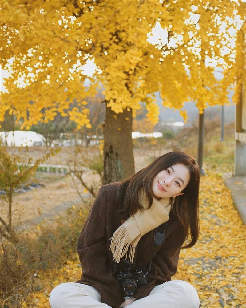 Style sao Hàn tuần qua: Jisoo BLACKPINK đẹp đẳng cấp không kém hoa hậu Kim Sarang-8
