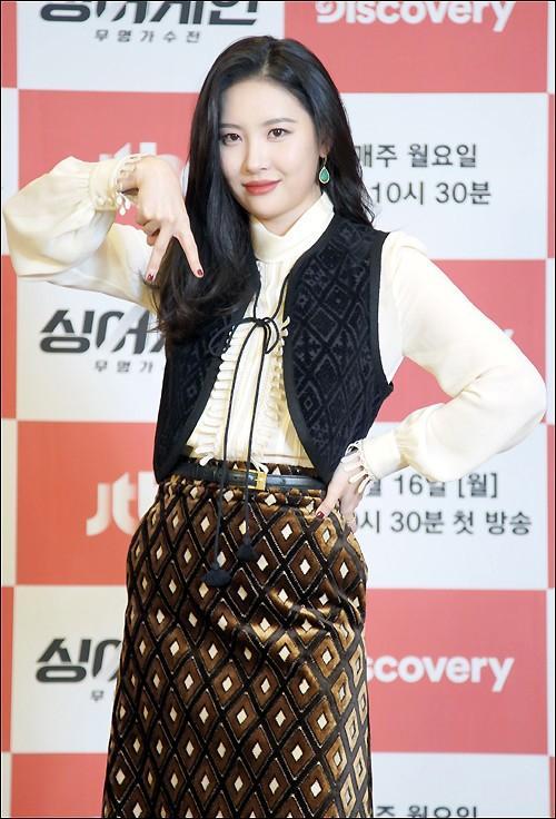 Style sao Hàn tuần qua: Jisoo BLACKPINK đẹp đẳng cấp không kém hoa hậu Kim Sarang-11