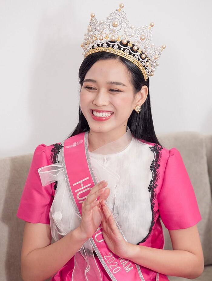 Tân Hoa hậu Đỗ Thị Hà bị soi hàm răng kém xinh giống Đỗ Mỹ Linh ngày mới đăng quang-3