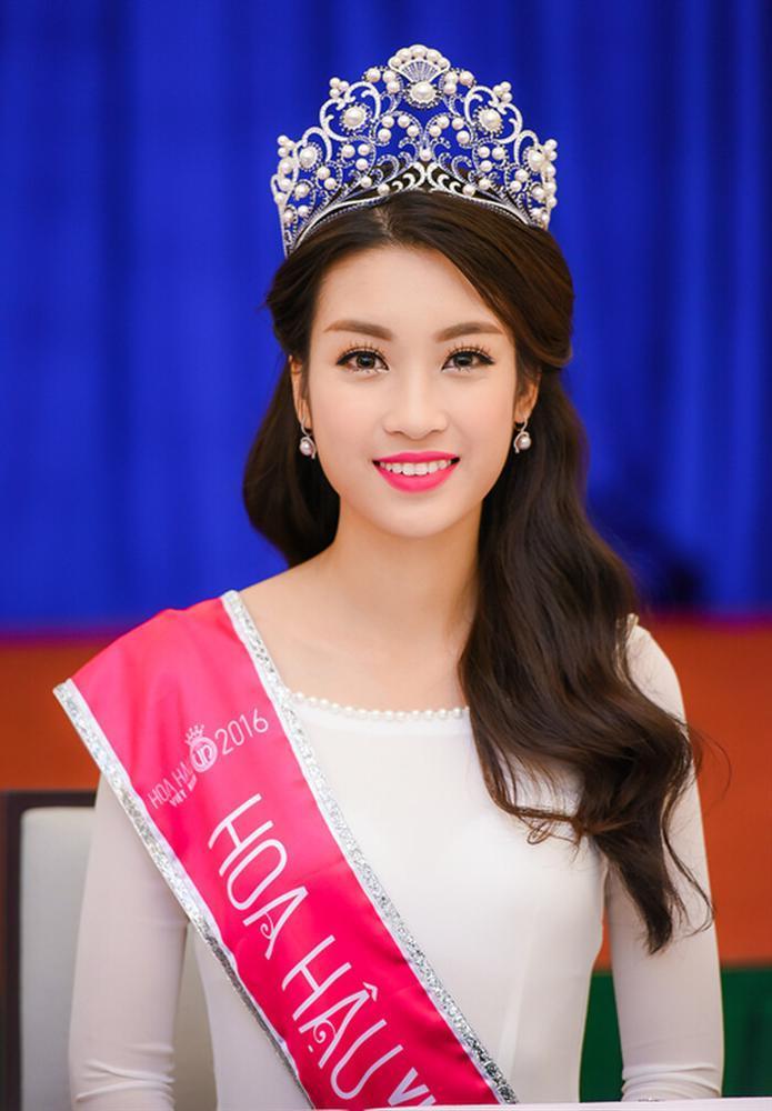 Tân Hoa hậu Đỗ Thị Hà bị soi hàm răng kém xinh giống Đỗ Mỹ Linh ngày mới đăng quang-7