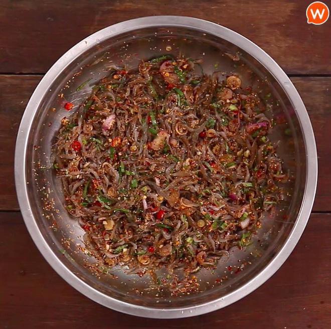 Cận cảnh món ăn sống còn nhảy tanh tách, nhìn vào ai cũng muốn bỏ chạy ở Thái Lan-3