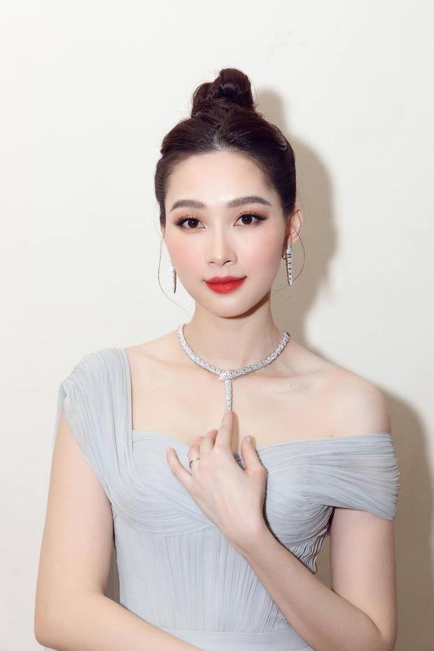 Đặng Thu Thảo gây ngỡ ngàng khi đội thử vương miện Hoa hậu Thế giới-2