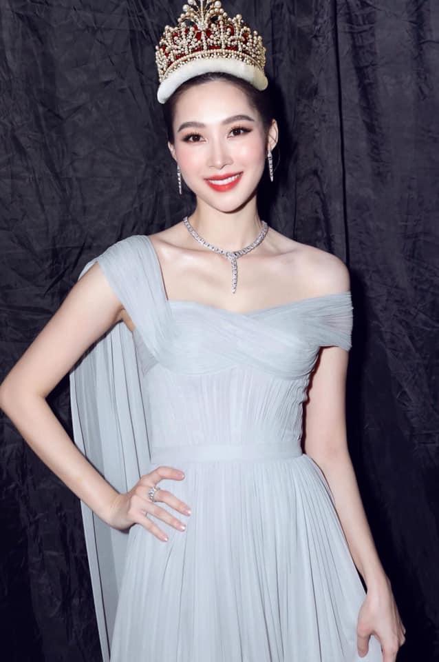 Đặng Thu Thảo gây ngỡ ngàng khi đội thử vương miện Hoa hậu Thế giới-5