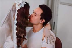 Khoảnh khắc Hồ Ngọc Hà khóa môi Kim Lý trong hậu trường chụp ảnh cưới
