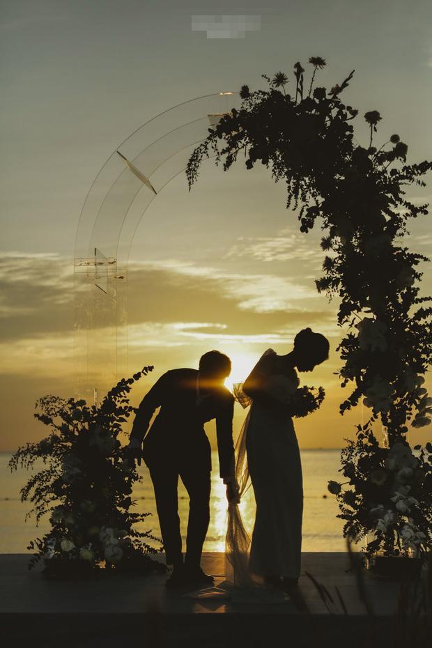 Thêm hành động hơn vạn lời nói Công Phượng dành cho Viên Minh tại hôn lễ ở Phú Quốc-2