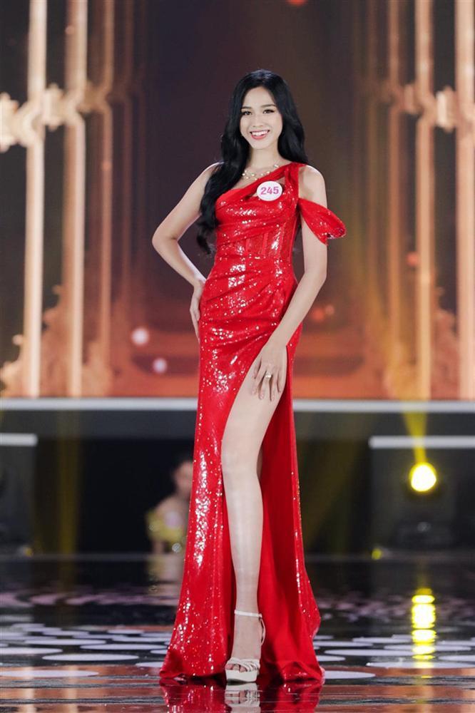 Nhan sắc Hoa hậu Đỗ Thị Hà tham gia gameshow gây tranh cãi: Đại trà, tiêm botox-9