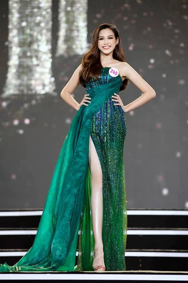 Nhan sắc Hoa hậu Đỗ Thị Hà tham gia gameshow gây tranh cãi: Đại trà, tiêm botox-12