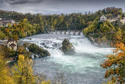72 thác nước hùng vĩ trong thung lũng ở Thụy Sĩ
