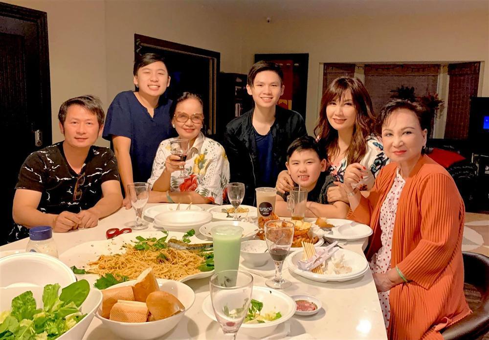 2 cặp sao Việt ly hôn nhưng bố mẹ đôi bên vẫn giữ được quan hệ tốt đẹp-4