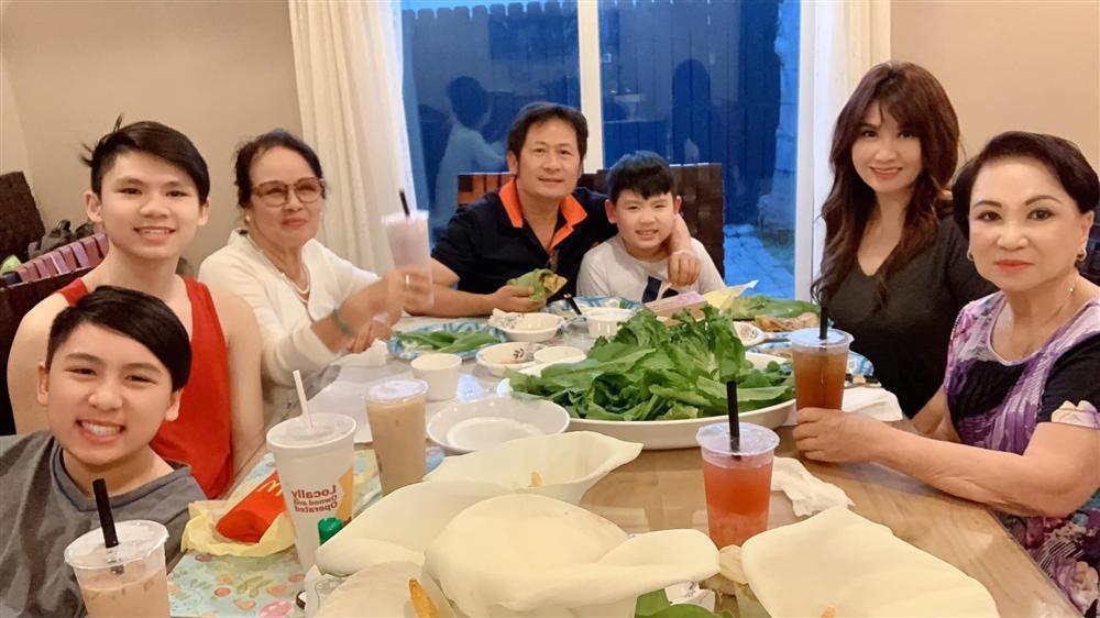 2 cặp sao Việt ly hôn nhưng bố mẹ đôi bên vẫn giữ được quan hệ tốt đẹp-6
