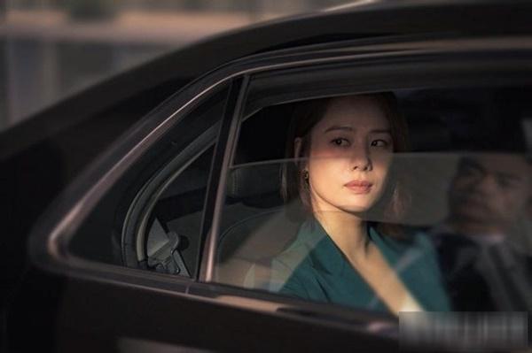 Mỹ nhân Giày Thuỷ Tinh sau 18 năm: Ác nữ đóng cảnh bỏng mắt, tuổi U50 phim vận vào đời-5