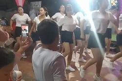 Đáng yêu hết nấc: 'Hội chị em chân ngắn' quẩy tung nóc trong đám cưới ở Thái Bình