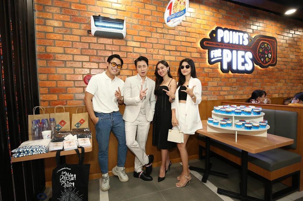 HLV Rap Việt Karik làm pizza tuyệt ngon tặng fan-4