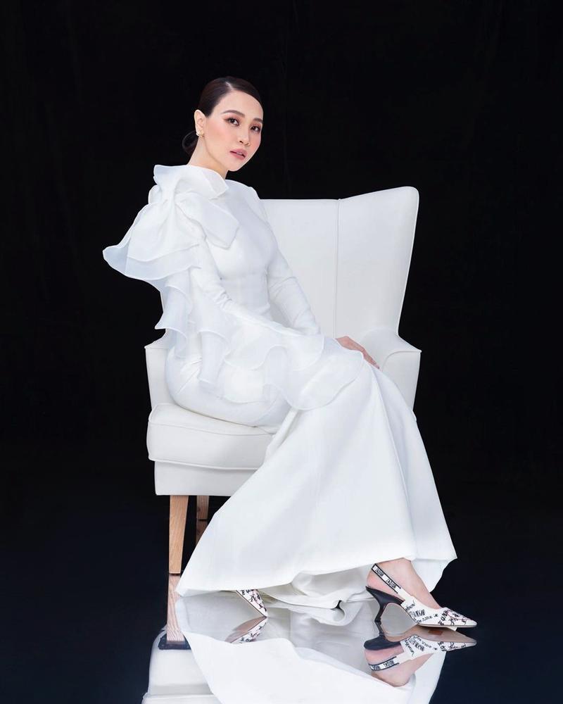 Tái xuất sau sinh: Hà Hồ diện váy cô dâu, Đàm Thu Trang mặc đầm trắng chặt chém không kém-2