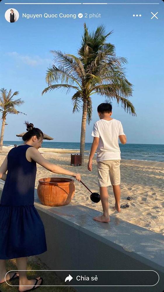 Tái xuất sau sinh: Hà Hồ diện váy cô dâu, Đàm Thu Trang mặc đầm trắng chặt chém không kém-3