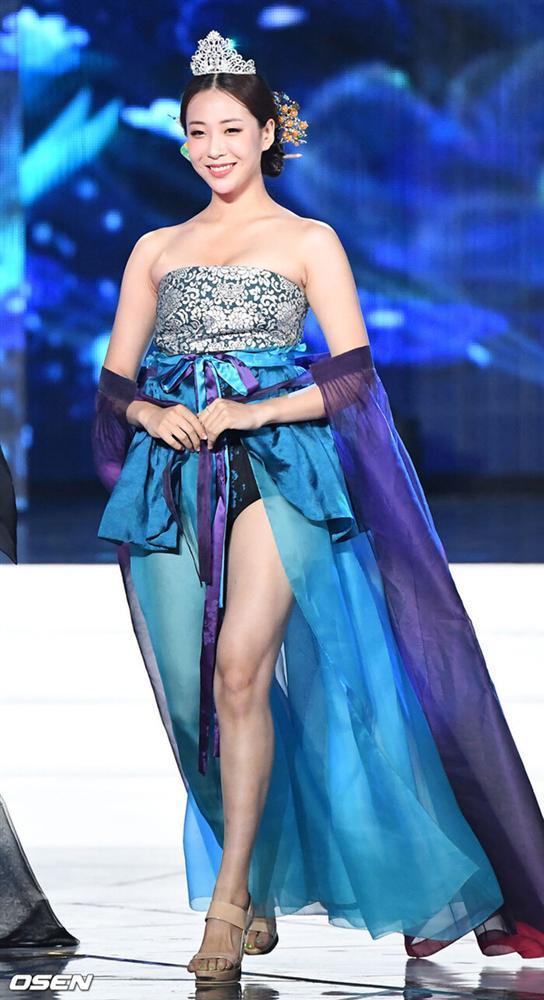 BlackPink diện Hanbok cách tân được khen ngợi, thí sinh Hoa hậu Hàn Quốc bị chê hở ngực phản cảm-6