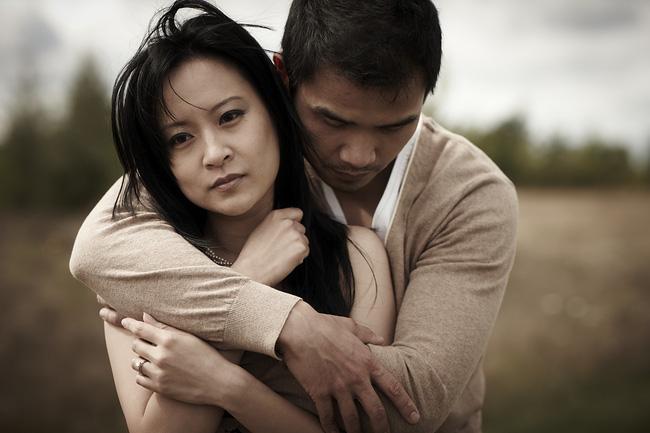 Chồng mang cơm cữ vào, mẹ chồng nói một câu đau điếng, câu trả lời của anh làm tôi bật khóc-1