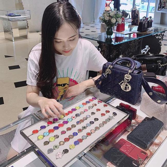 Mỹ nhân Việt kiếm bộn tiền nhờ bán hàng online: Biệt thự, xế hộp, đồ hiệu mua thả ga-11