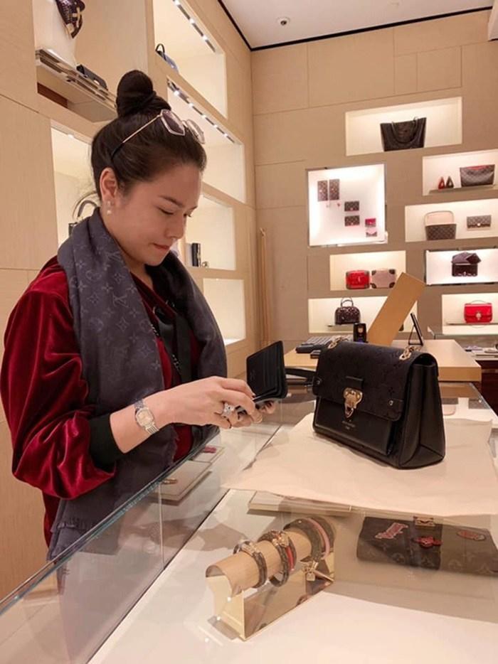 Mỹ nhân Việt kiếm bộn tiền nhờ bán hàng online: Biệt thự, xế hộp, đồ hiệu mua thả ga-17