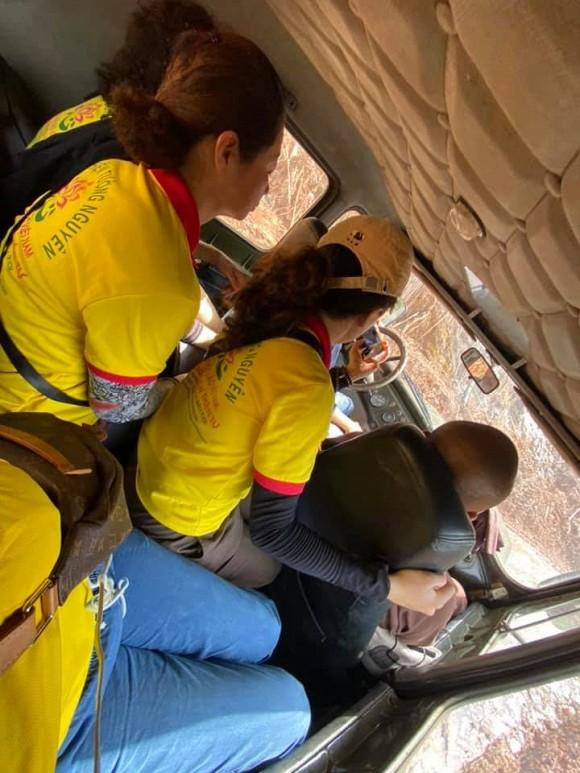 Trang Trần gặp hành trình từ thiện bão táp: Xe vỡ kính, tưởng lao xuống vực-1
